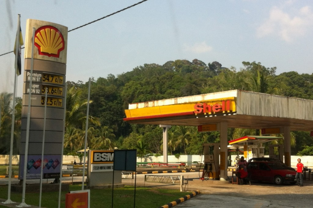 Gas is so cheap in Brunei due to government subsidies. A liter of diesel gas sells at BND 0.32 or EU 0.20, USD 0.27, RMB 1.625. That's about one US Dollar per gallon!