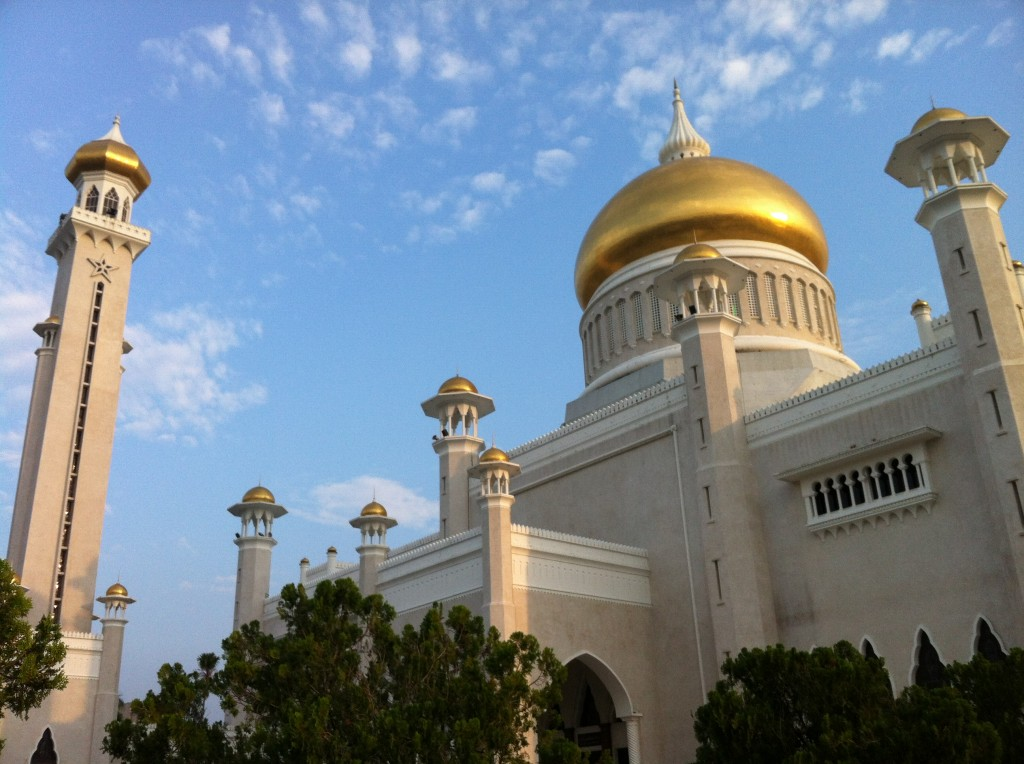 Mosque in Brunei that is Blingin' solid gold.