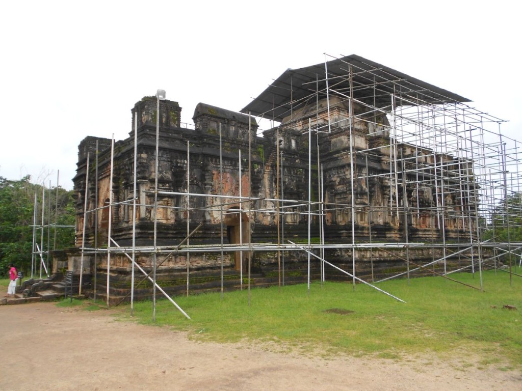 Thuparama was under restoration. You can enter the ancient structure and see the pyramid shaped roof from the inside, which is a rectangle from the outside.